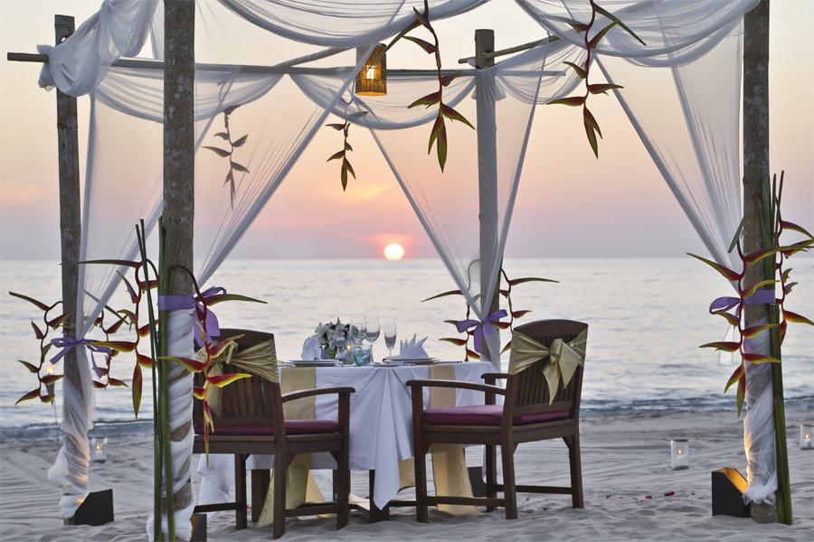 Private Dinner On The Beach Kopie-web